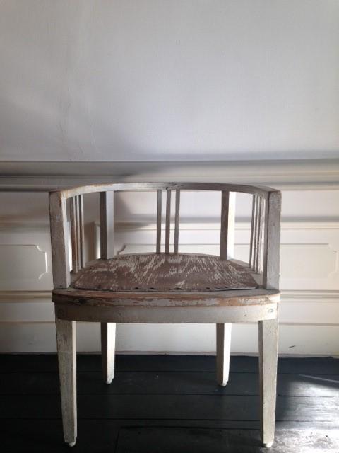Decoratief object stoel hout grijs/wit patiné