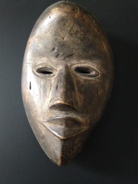 Masker Dan afkomstig van veilinggebouw de Zwaan H23 | B16