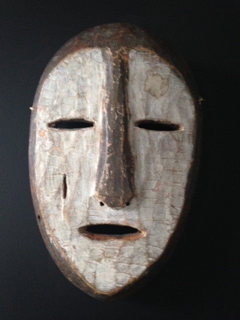 Masker hout 'White face' H24 | B15