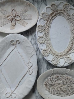 Set (4) borden ovaal papier, raffia & koord Zuid-Afrikaanse kunstenaar TLL