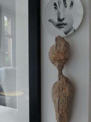 Object van kunstenaar uit Bonaire, hout aangespoeld uit zee H55