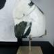 Steen imperial Jasper op messing voet olijfgroene match met wit H16