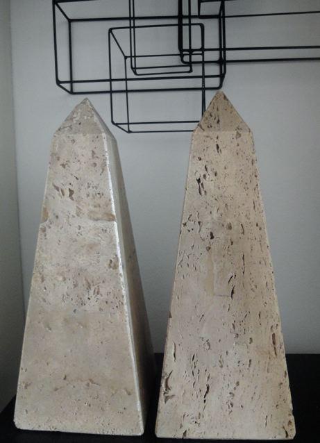 Set (2) objecten natuursteen obelisk